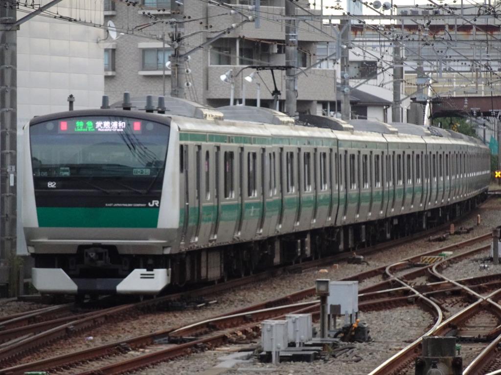 二俣川駅を出発したE233系特急武蔵浦和行き(2020/11/2)