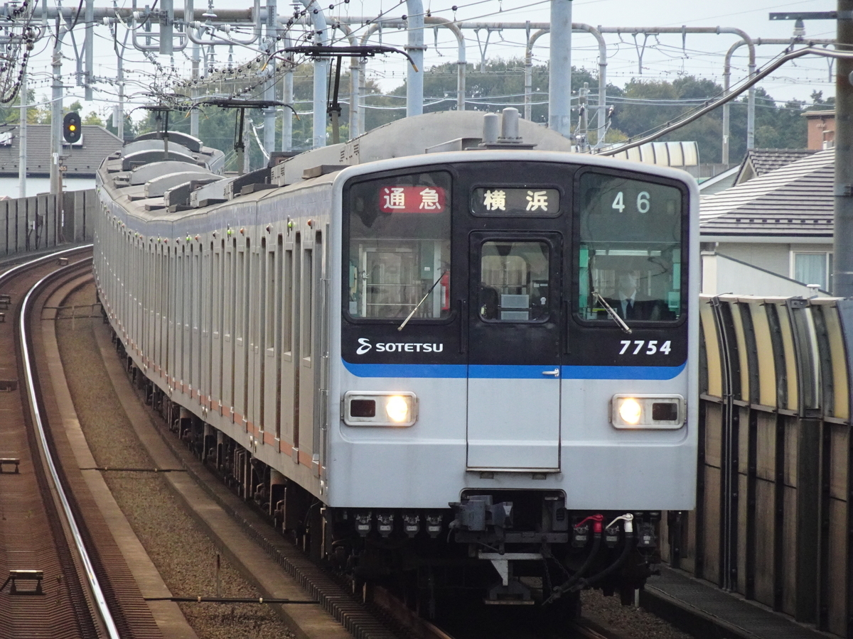 いずみ中央駅に到着する7754F通勤急行横浜行き(2020/11/2)