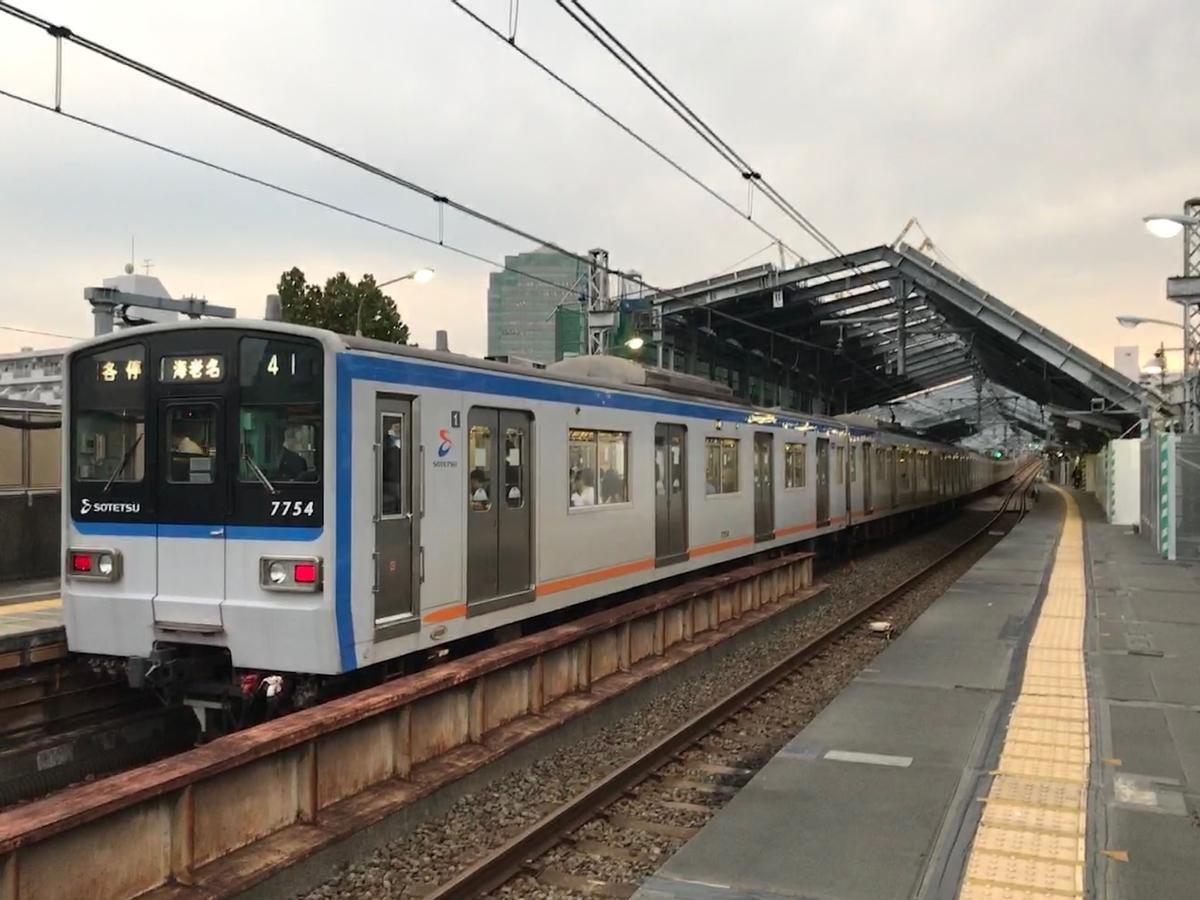 天王町駅に停車中の7754F各駅停車海老名行き(2020/10/28)