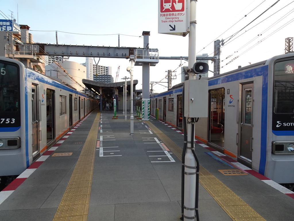 海老名駅1・2番線に並ぶ7753F特急横浜行き、7754F急行横浜行き(2020/7/19)