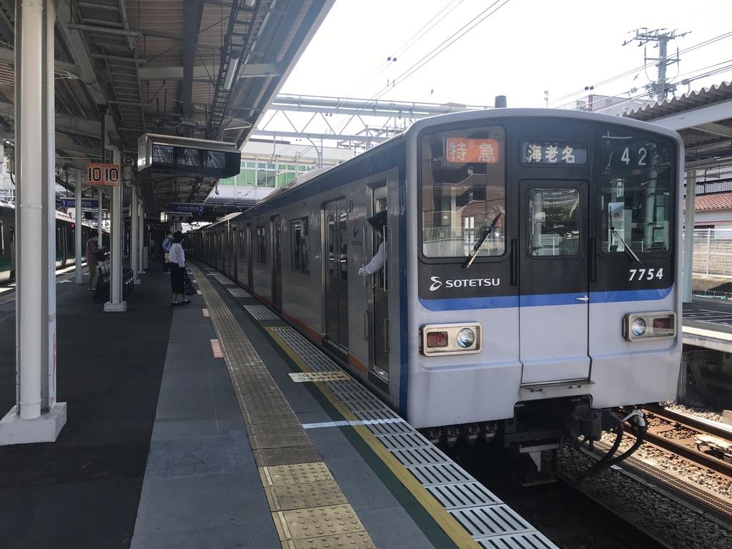 西谷駅2番線に停車中の7754F特急海老名行き(2020/6/7)