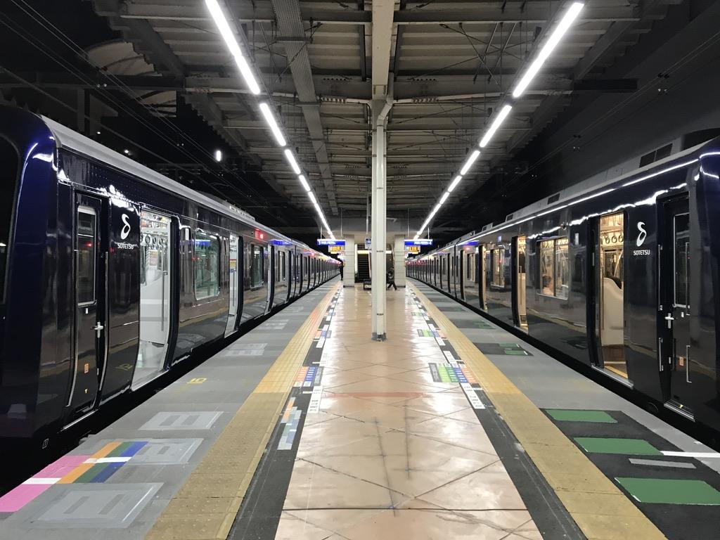 二俣川駅3・4番線に並ぶ別形式のYNB車:10701Fと9707F(2020/11/10)