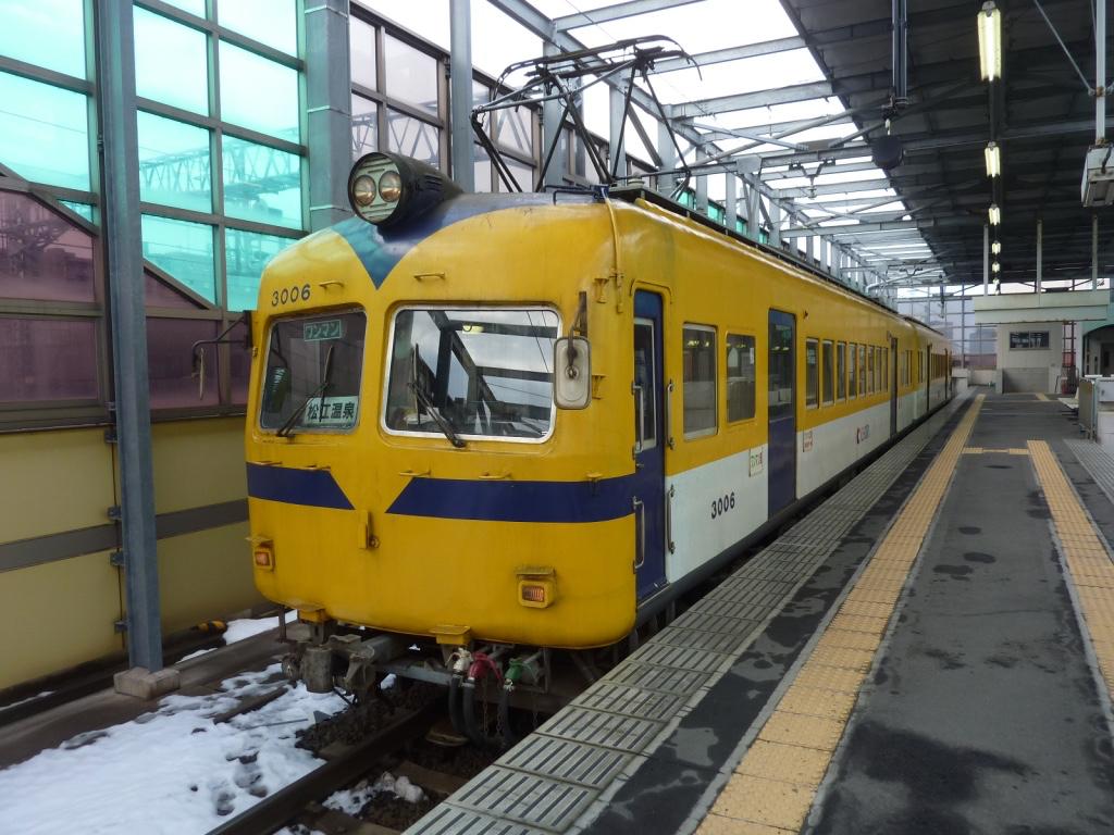 電鉄出雲市駅2番線に停車中の元南海車3006号(2012/2/21)