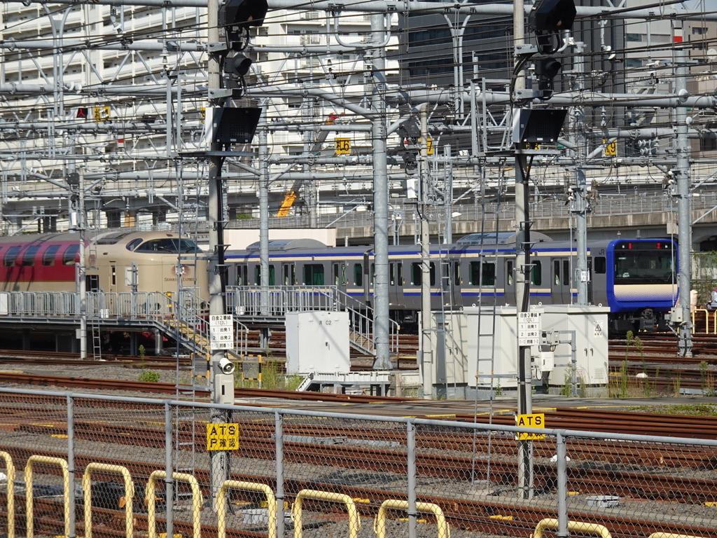 東京総合車両センターに留置されていた、285系サンライズ号と、横須賀・総武線快速用E235系(2020/9/21)