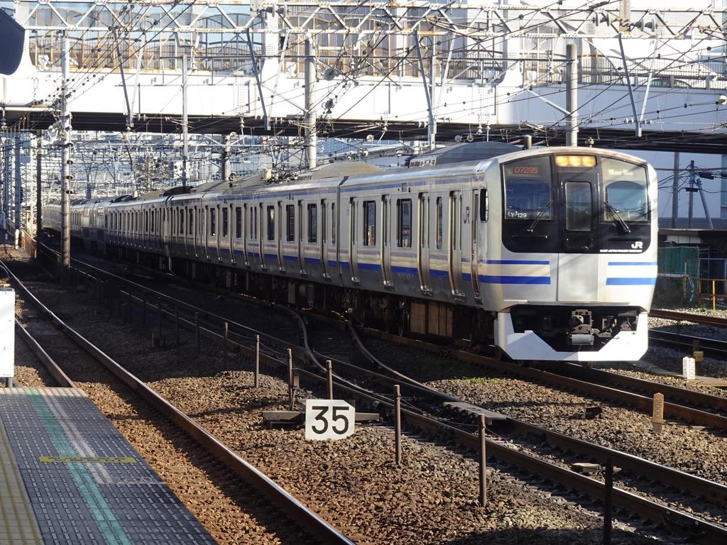 平沼橋駅の横を通過するE217系横須賀線下り列車(2020/11/22)