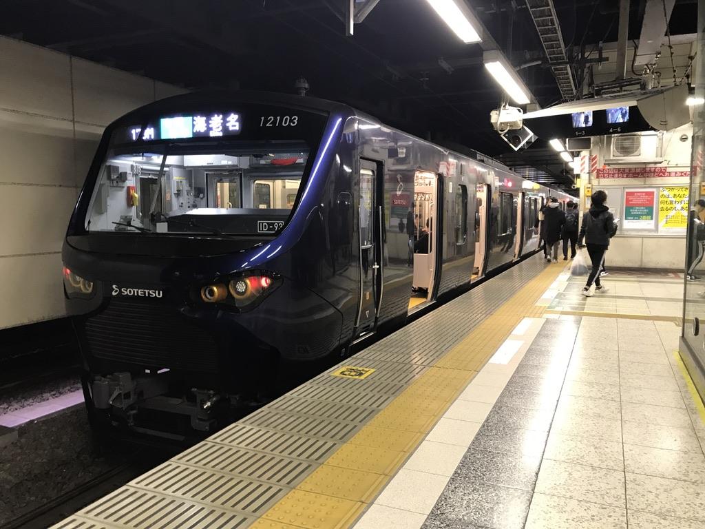 新宿駅3番線で折り返す相鉄12000系