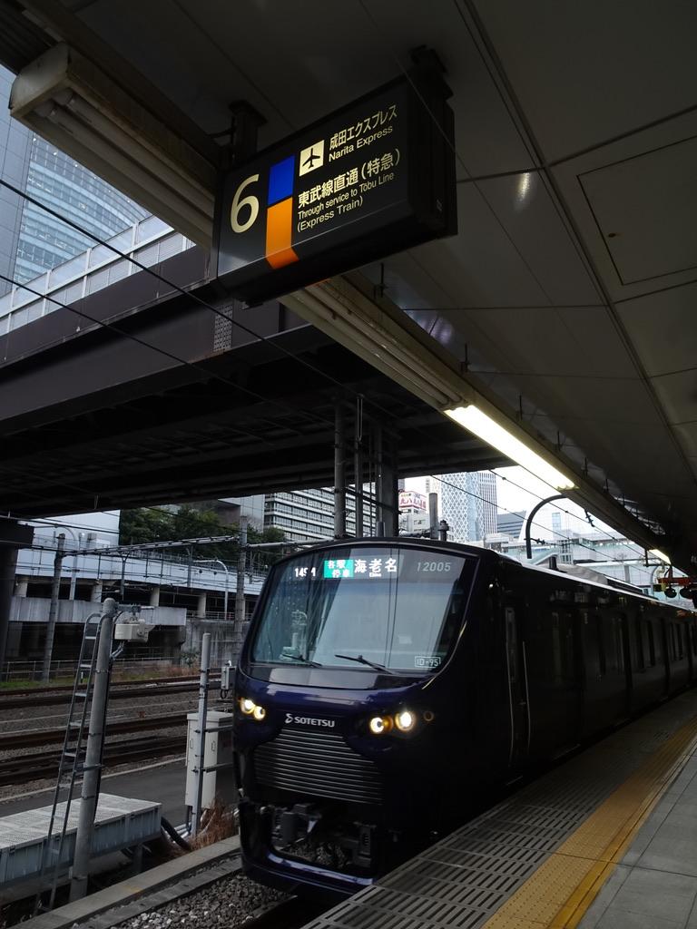 遅延等の影響により急遽新宿駅6番線発着となった相鉄12000系海老名行き(2020/2/21)