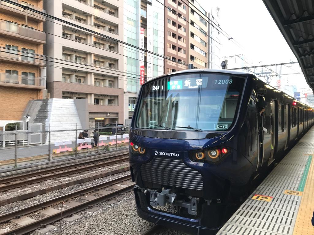 渋谷駅3番線旧ホーム停車位置と相鉄12000系(2019/12/3)