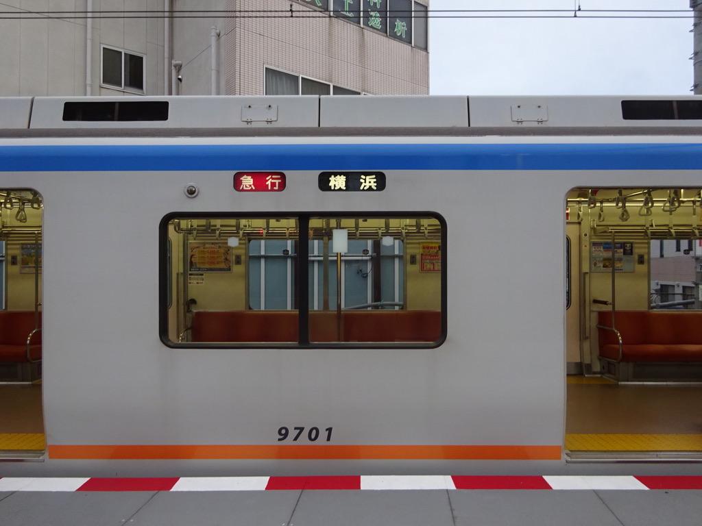 海老名駅1番線に停車中の9701F急行横浜行き(2019/10/22)