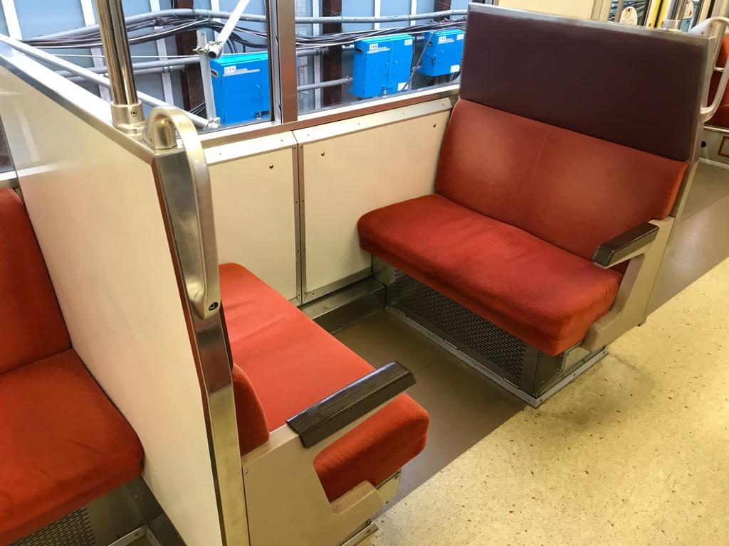 9701F車内のボックスシート(5・8号車)