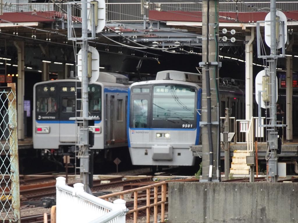 二俣川駅3・2番線に並ぶ幕車7754F、9701F(2020/7/19)
