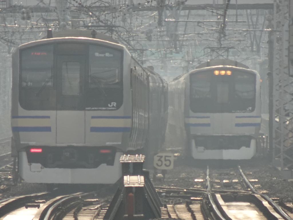 横浜駅の大船方ですれ違う2本のE217系横須賀線(2020/12/12)