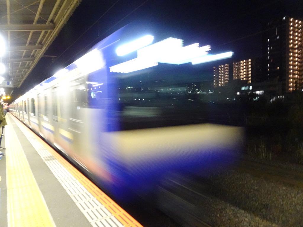 新川崎駅1番線に到着中の横須賀線E235系1000番台君津行き(2020/12/21)