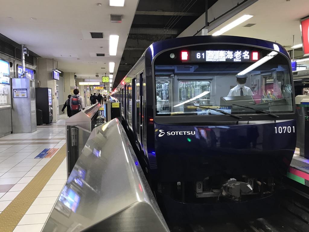 横浜駅に停車中のYNBリニューアル車10701F(2020/11/9)