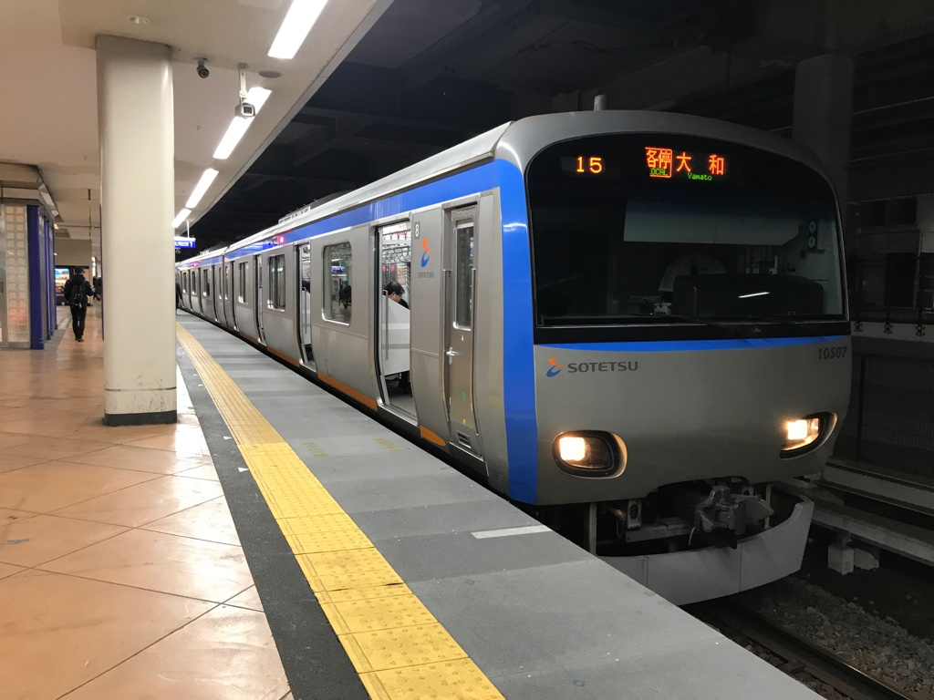 二俣川駅1番線に停車中の10707F各停大和行き(2019/11/27)