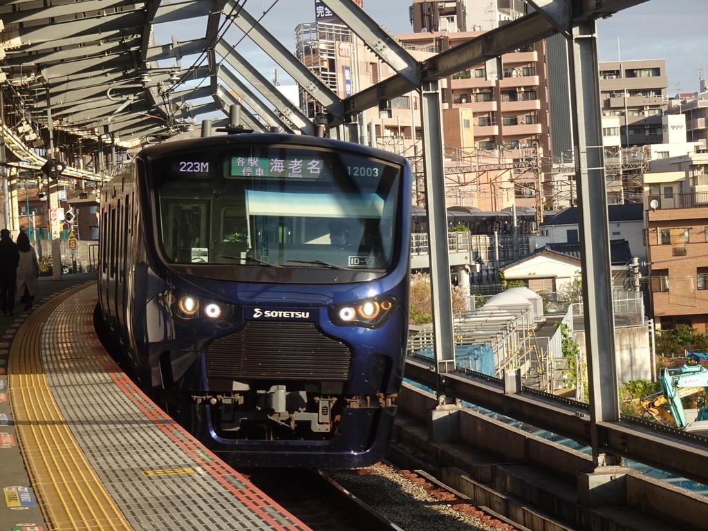武蔵小杉駅に到着する相鉄12103F各駅停車海老名行き(2020/11/22)