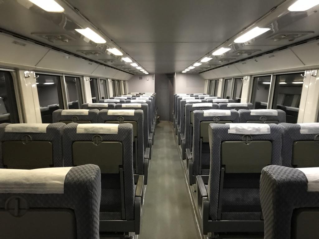 215系グリーン車1階席車内の様子(2020/10/4)