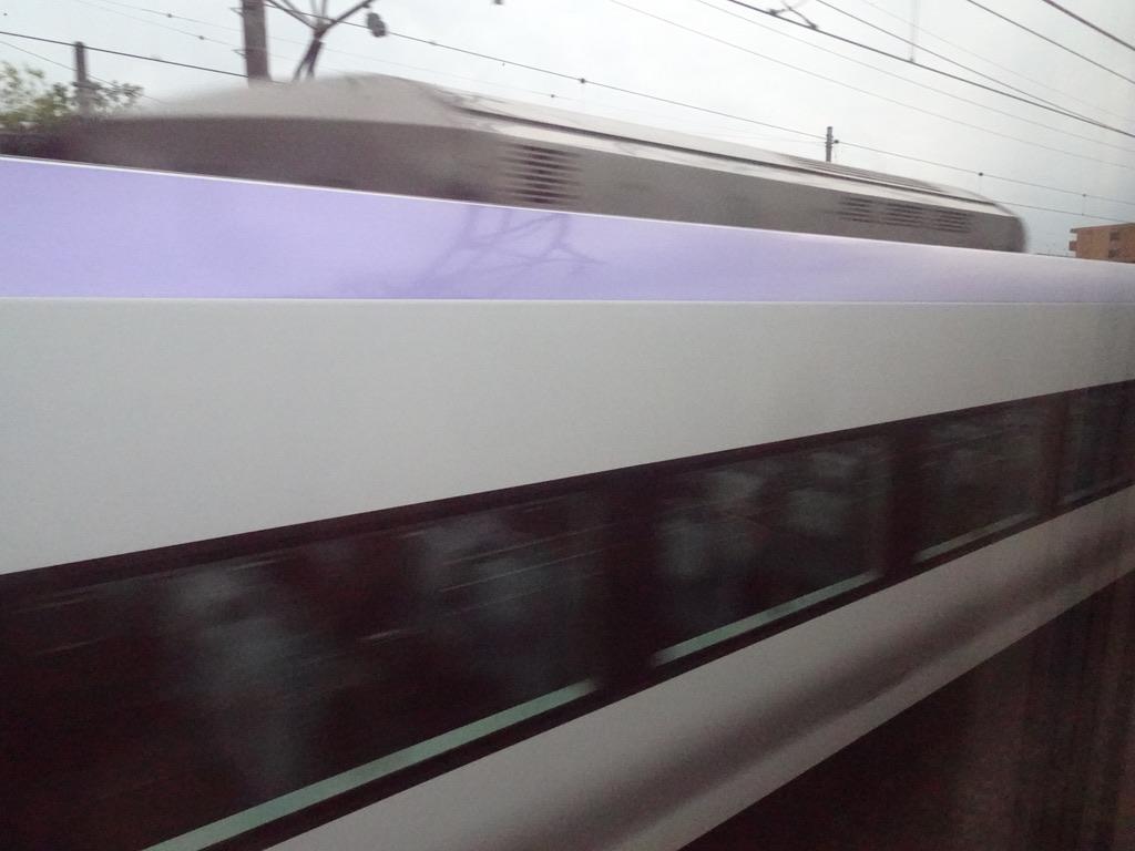 甲府駅出発直後にすれ違ったE353系(2020/10/4)