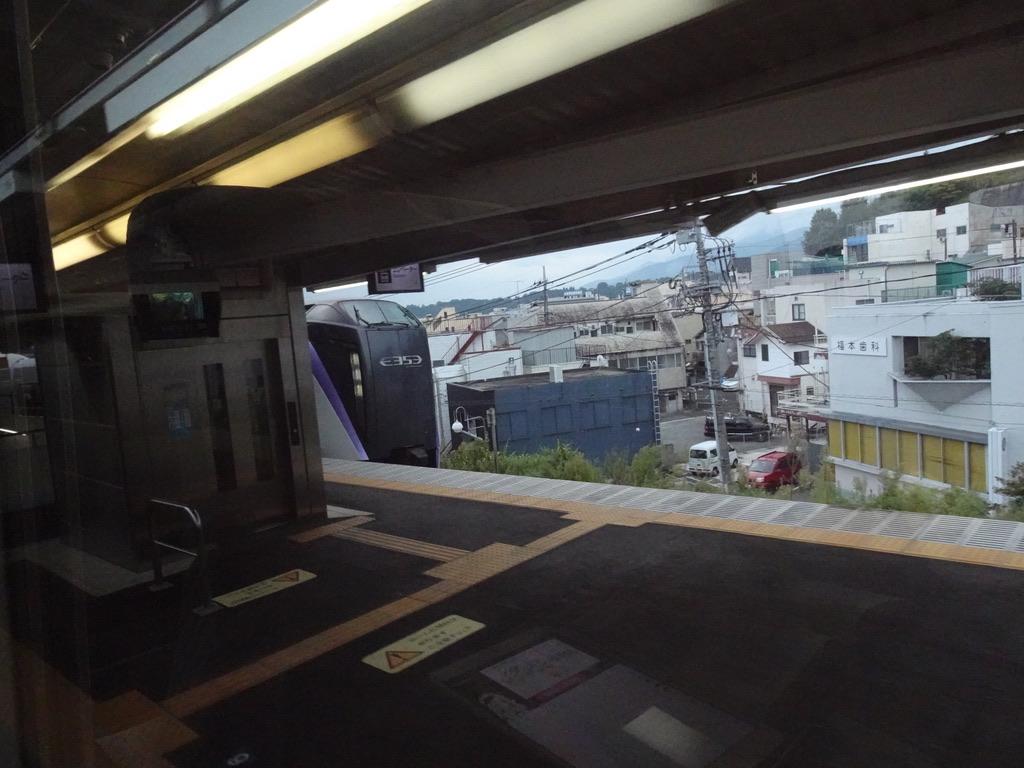 韮崎駅到着時の左右の車窓(2020/10/4)