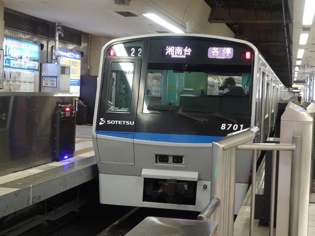 横浜駅1番線に停車中の8701F各駅停車湘南台行き(2021/3/17)