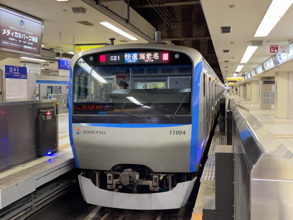 横浜駅3番線に停車中の11004F(10両編成)快速海老名行き(2021/3/17)