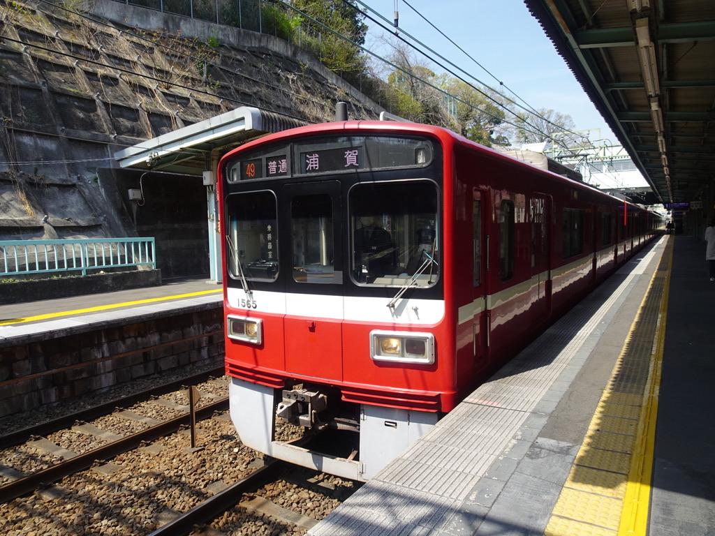 弘明寺駅1番線に到着した1565編成(6両編成)普通浦賀行き(2021/3/27)