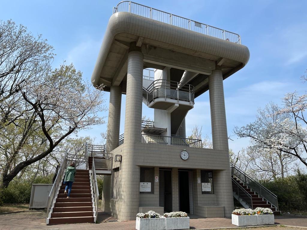 弘明寺公園の山頂にある展望台(2021/3/27)