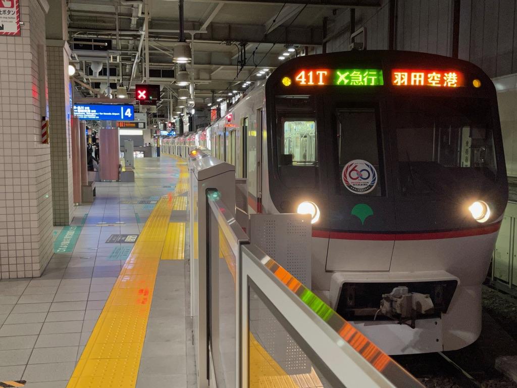上大岡駅4番線で快特待避中の都営地下鉄5319Fエアポート急行羽田空港行き(2021/4/11)