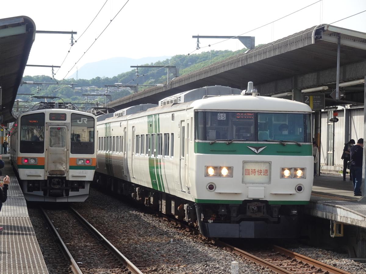 桐生駅で並んだ211系・185系(2021/5/4)