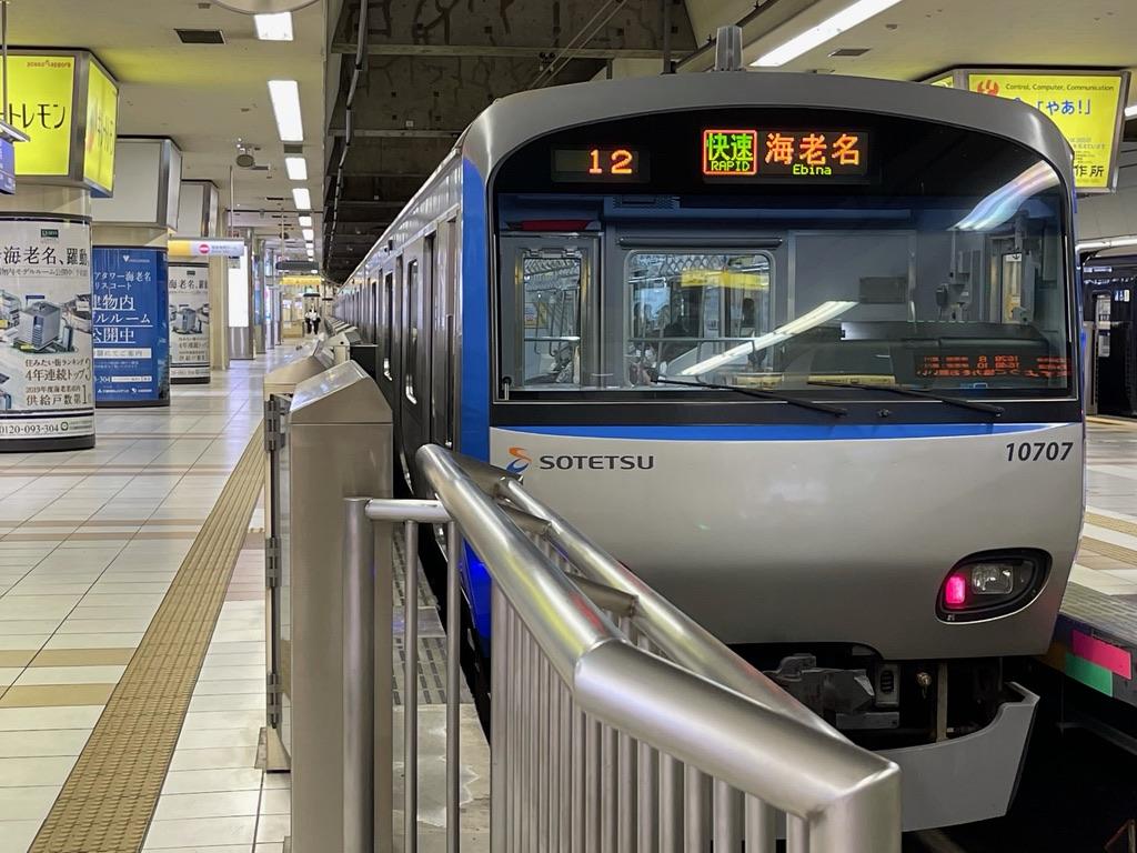 横浜駅2番線に停車中の10707F(8両編成)快速海老名行き(2021/5/8)