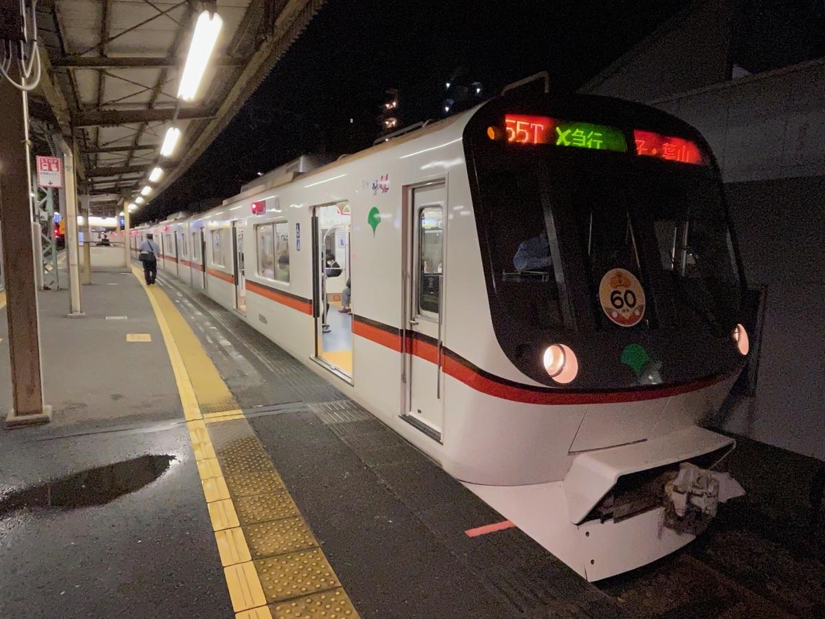 神奈川新町駅1番線で2本待避中の都営5320Fエアポート急行逗子・葉山行き(2021/5/21)