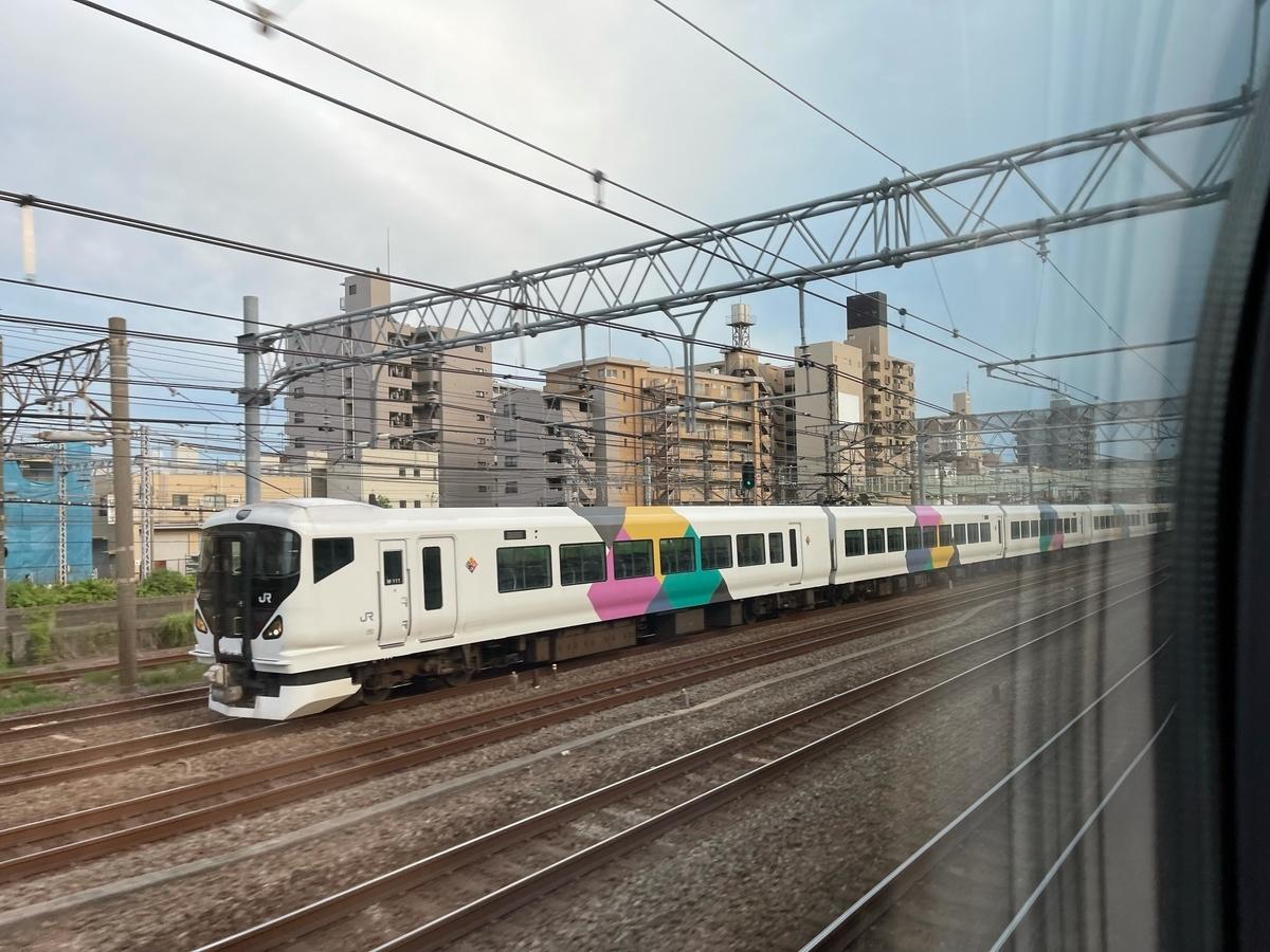 新子安-鶴見間を走行中のE257系集約臨時列車回送(2021/6/6)