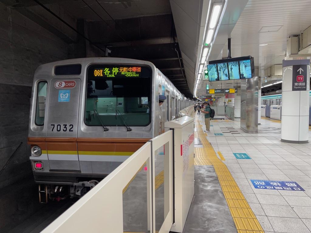 日吉駅1番線に到着した東京メトロ7132F各駅停車元町・中華街行き(2021/6/29)