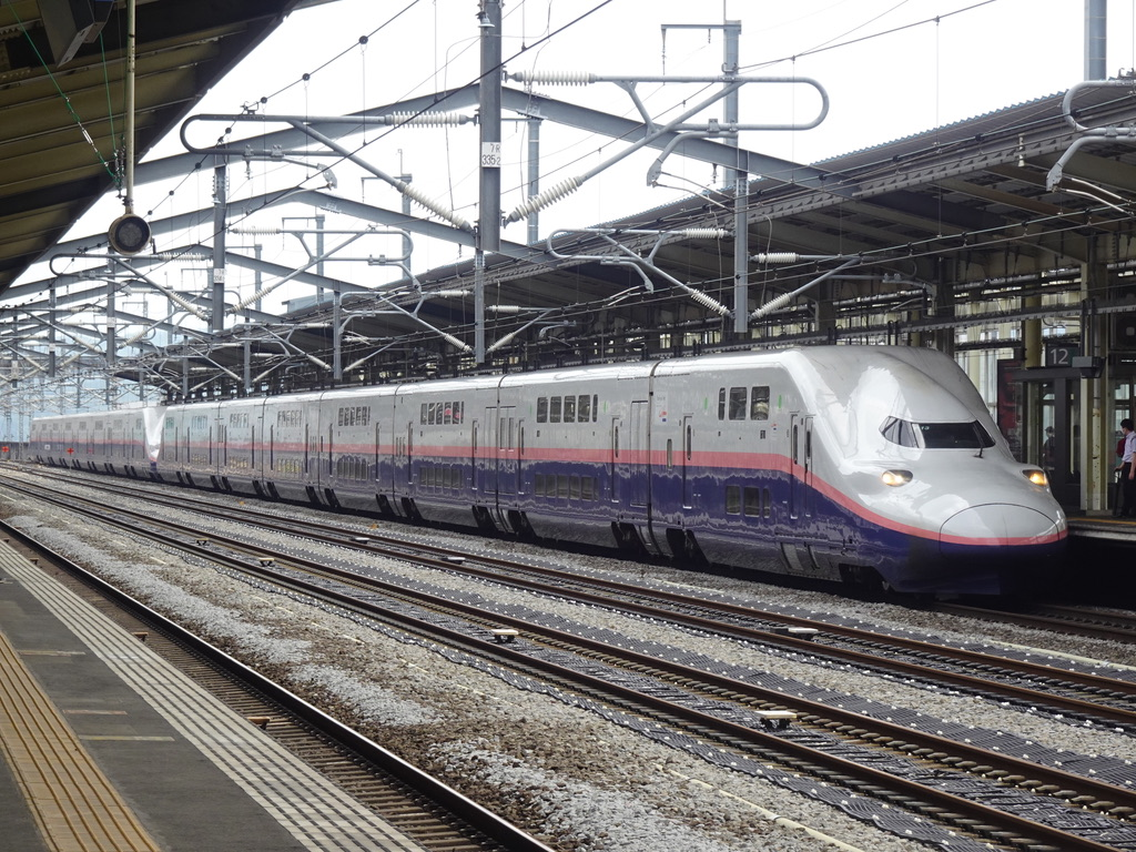 高崎駅12番線に到着するE4系(16両編成)Maxとき321号新潟行き・Maxたにがわ321号越後湯沢行き(2021/7/3)