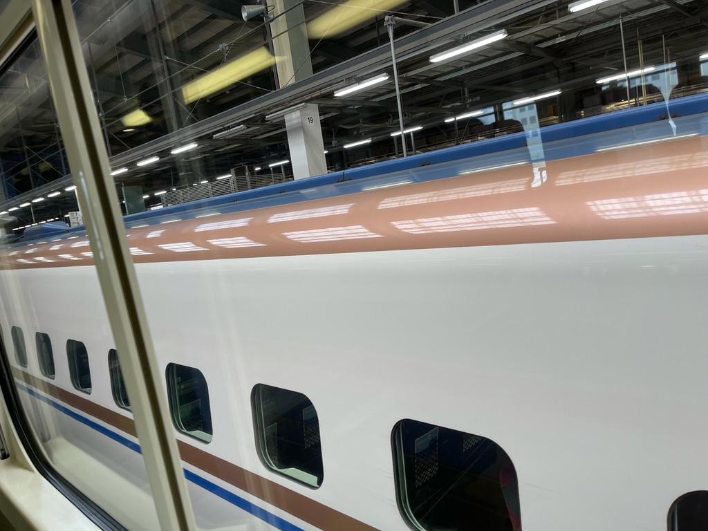 E4系2階席から眺めた、隣に停車しているE7系(2021/7/3@新潟駅)