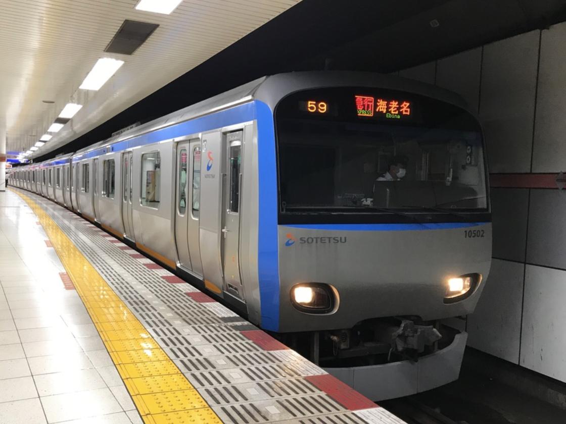 大和駅2番線に停車中の10702F急行横浜行き(2020/6/10)