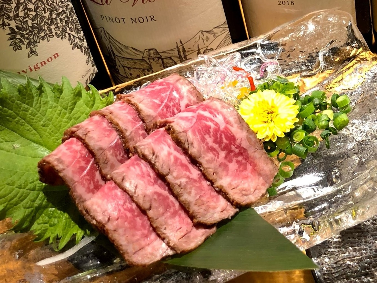 肉僧のテイクアウトメニュー「A5ランク和牛のたたき風:1,380円」の写真