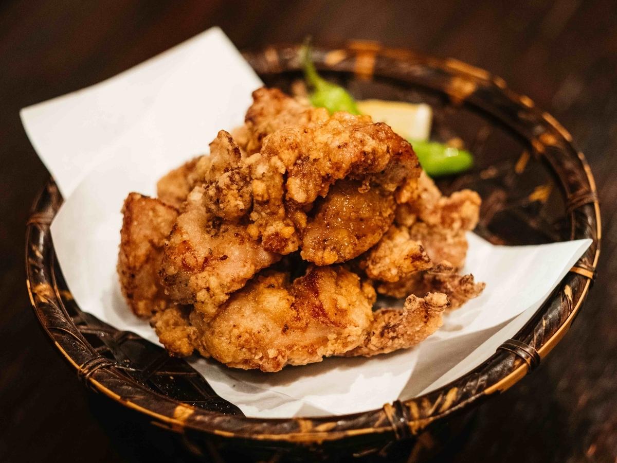 酒トもも焼 雷鶏のテイクアウト「薩摩地鶏の唐揚げ(3個)」の写真