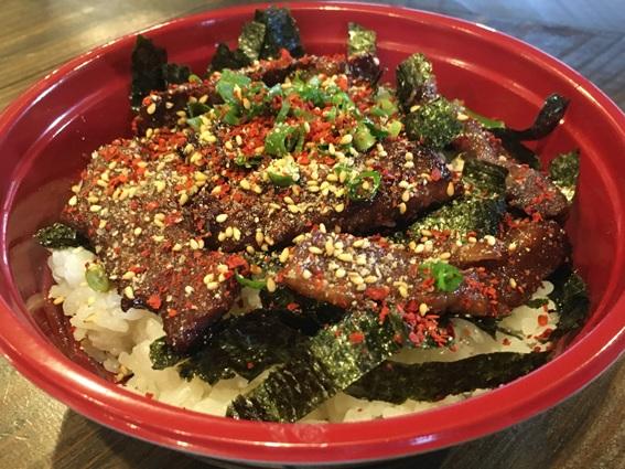焼肉韓国料理 白虎児(ペットラジ)のテイクアウトメニュー「ハラミ丼」の写真