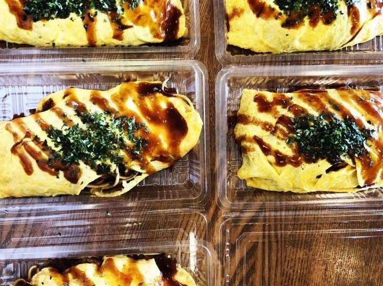 カフェ ラ・メールのテイクアウトメニュー「オムソバ」の写真