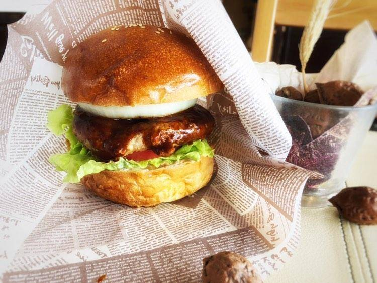 カフェ ラ・メールのテイクアウトメニュー「ハンバーガー」の写真