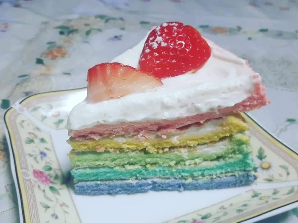 FuguMoonビビンパcafeのテイクアウトメニュー「レインボーケーキ(1/6ピース)」の写真