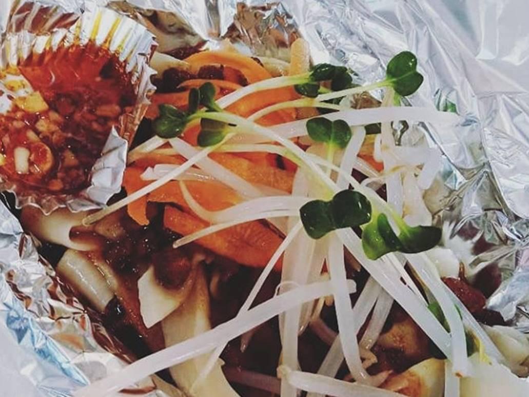explore(エクスプローア)のテイクアウトメニュー「ジャージャン麺」の写真