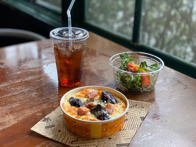 レストラン&カフェ ポテトのテイクアウトメニュー「グラタンorドリア(ナスとベーコン)」の写真