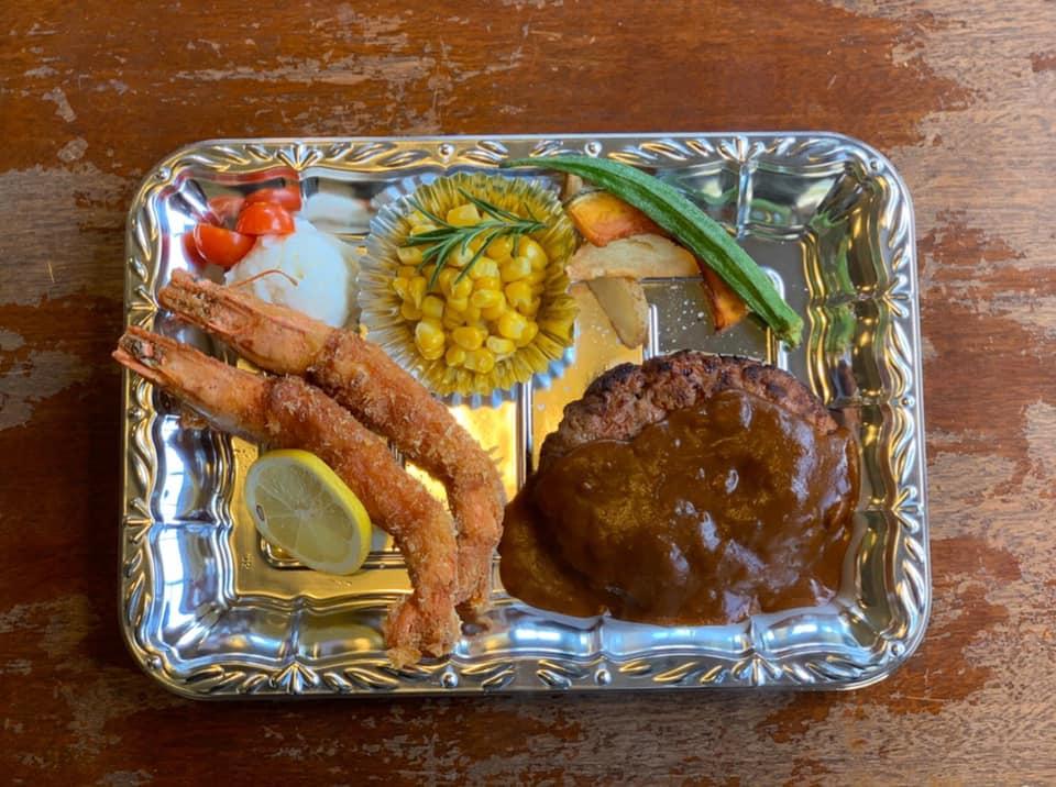 レストラン&カフェ ポテトのテイクアウトメニュー「エビフライハンバーグ」の写真