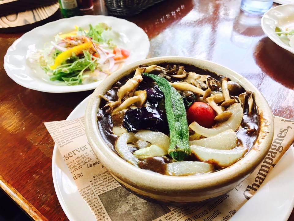 レストラン&カフェ ポテトのテイクアウトメニュー「野菜のせ焼きカレー」の写真
