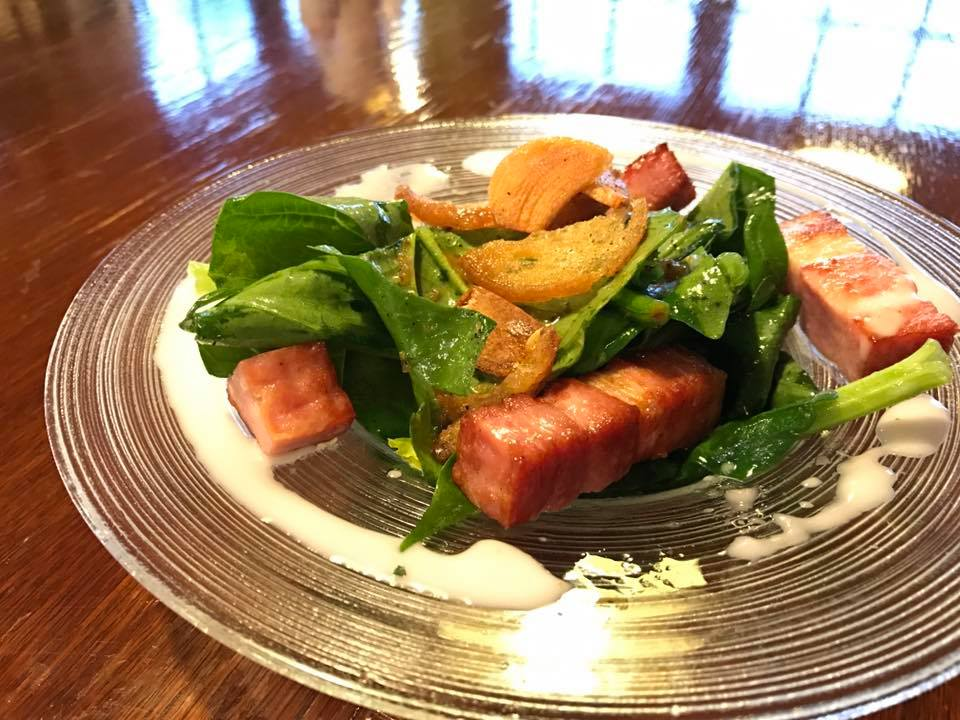 レストラン&カフェ ポテトのテイクアウトメニュー「ホーレン草とベーコンのサラダ」の写真
