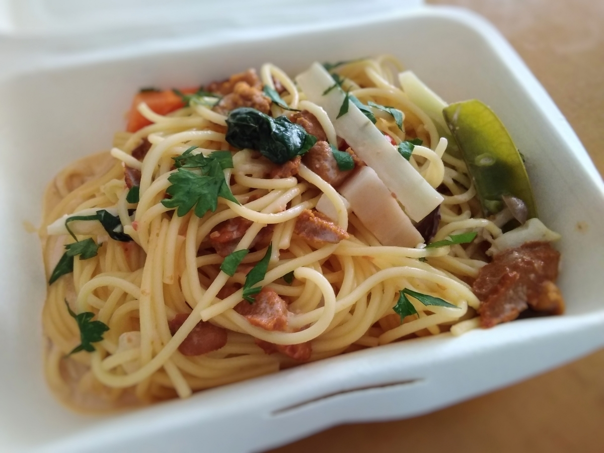 キッチンFUKUDAのテイクアウトメニュー「うにと野菜のクリームパスタ」の写真