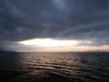 暗雲に晴間現る