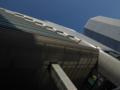大阪駅を見上げる